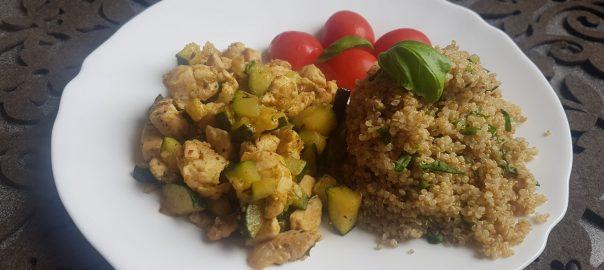 Kuřecí směs s cuketou a quinoa s bylinkami